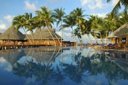 SunAqua_Vilu Reef_ Pool mit Palmen