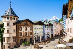 historisches Ortszentrum Berchtesgaden mit Watzmann
