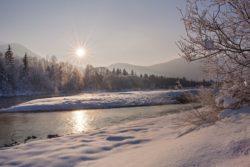 Wintermorgen an der Isar bei Lenggries, Oberbayern